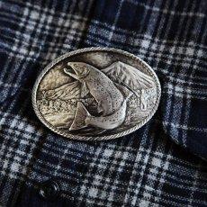 画像2: モンタナシルバースミス アウトドア ベルト バックル ワイルド トラウト/Montana Silversmiths Wild Trout Carved Belt Buckle (2)