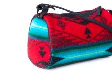 画像2: ペンドルトン ドップ バッグ (レッド スピリットオブザピープル)/Pendleton Dopp Bag With Strap(Red Spirit of the Peoples) (2)