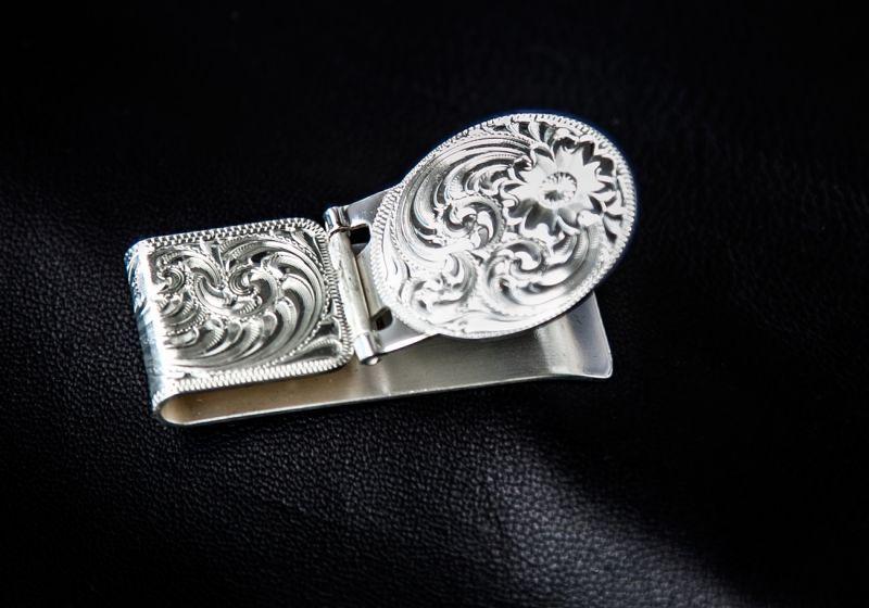画像3: モンタナシルバースミス エングレーブ マネークリップ(シルバー)/Montana Silversmiths Silver Engraved Hinged Money Clip