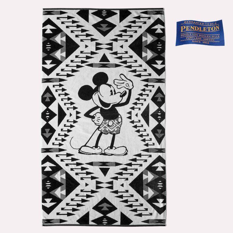 画像1: ペンドルトン ディズニー ミッキーマウス サルート ジャガードバスタオル(ブラック・ホワイト)/Pendleton Disney's Mickey's Salute Spa Towel(Black/White)