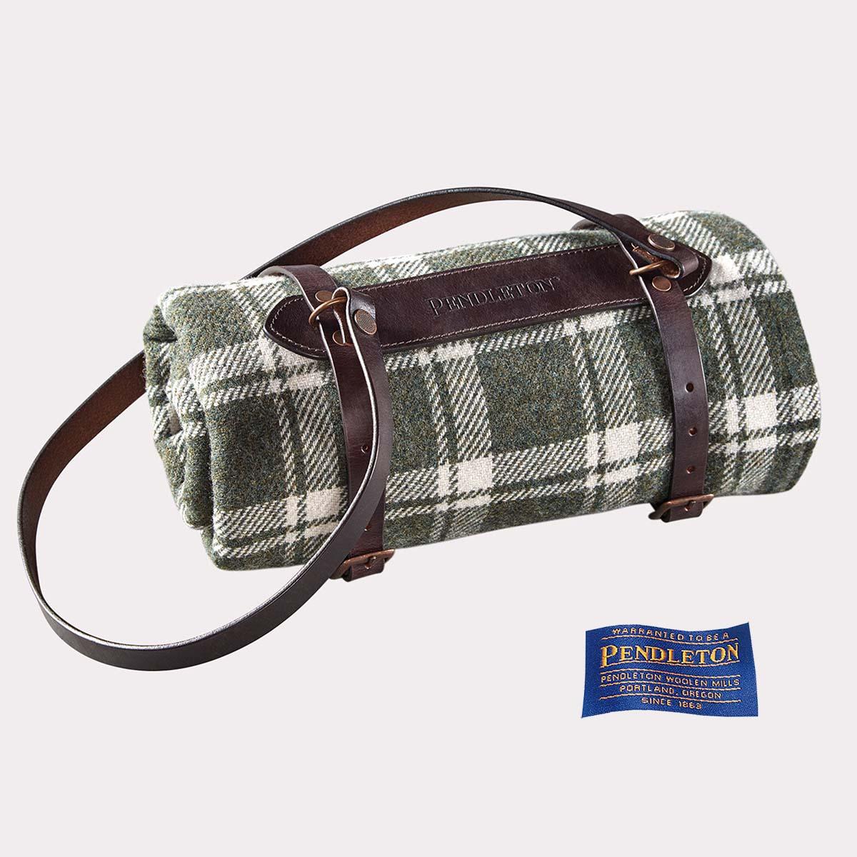 画像1: ペンドルトン スモールブランケット用 プレミアム レザー キャリア(ダークブラウン)/Pendleton Premium Leather Carrier Small(Dark Brown)